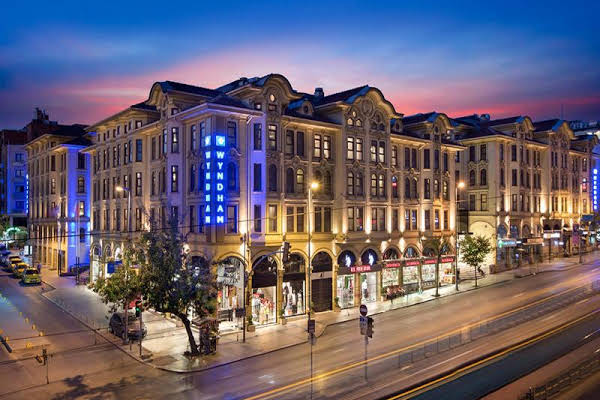 Airport Taxi Transfer for the Crown Plaza Old City Hotel